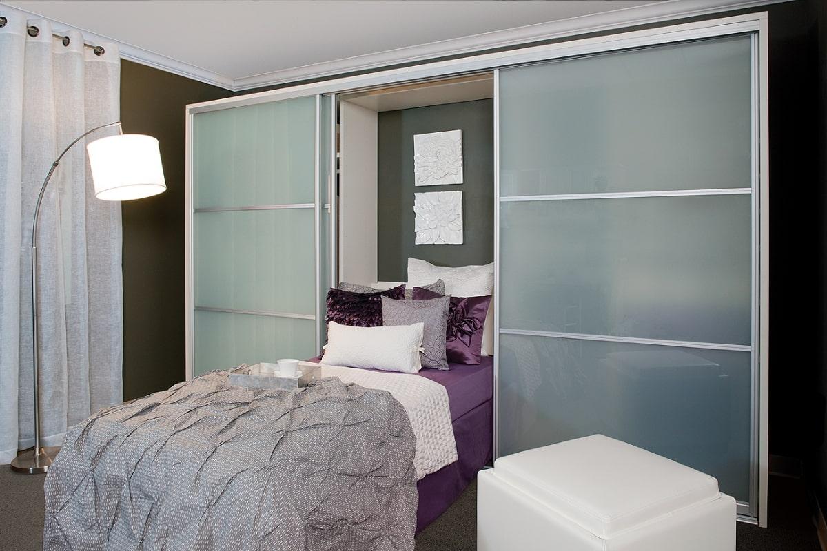откидная кровать встроенная в шкаф дизайн
