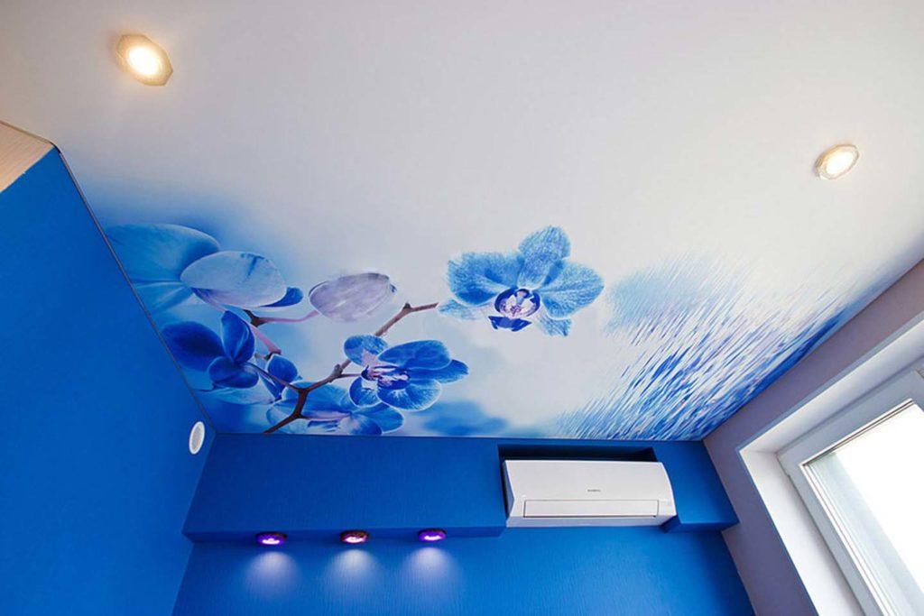 рисунок на потолке из сатина