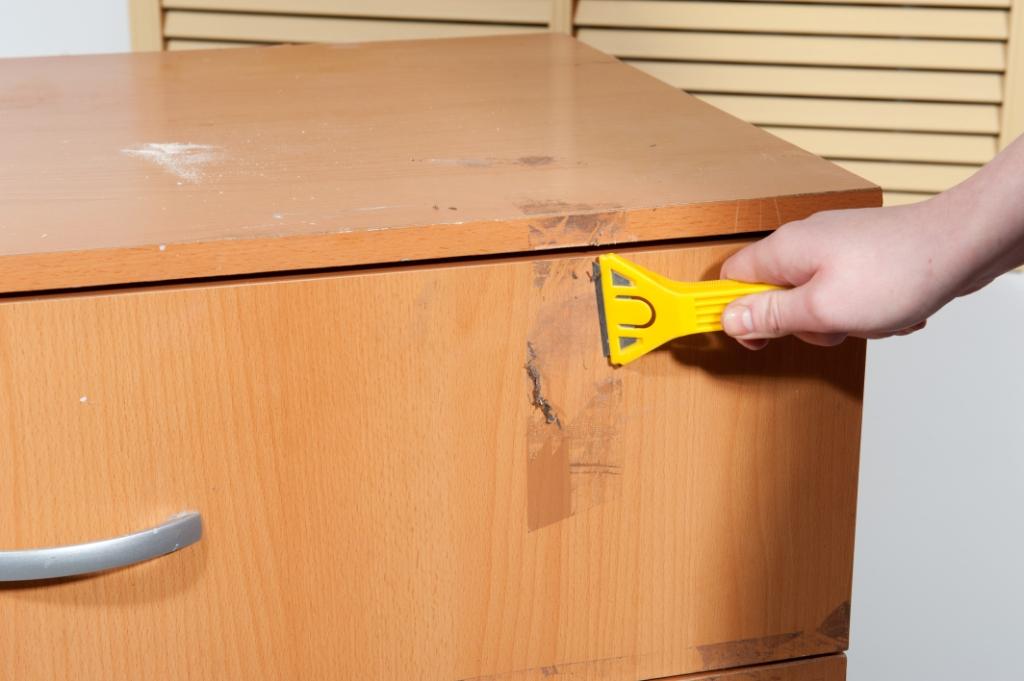 можно ли убрать скотч с деревянной поверхности