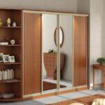 шкаф-купе деревянный с зеркалом
