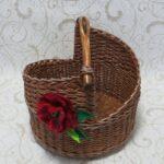 шкатулка плетеная с розой