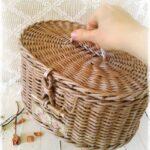 шкатулка плетеная из трубочек бежевая