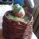 шкатулка плетеная с яйцом