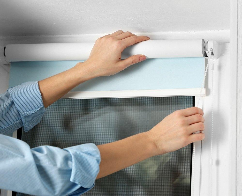 процесс снятия шторы