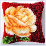 красивая подушка в ковровой технике вышивки