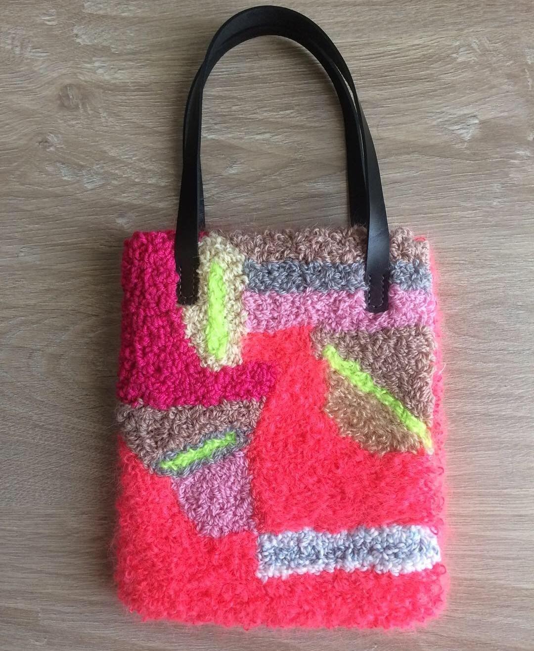 сумка в ковровой вышивке