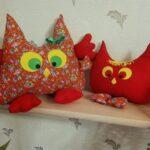 красные подушки