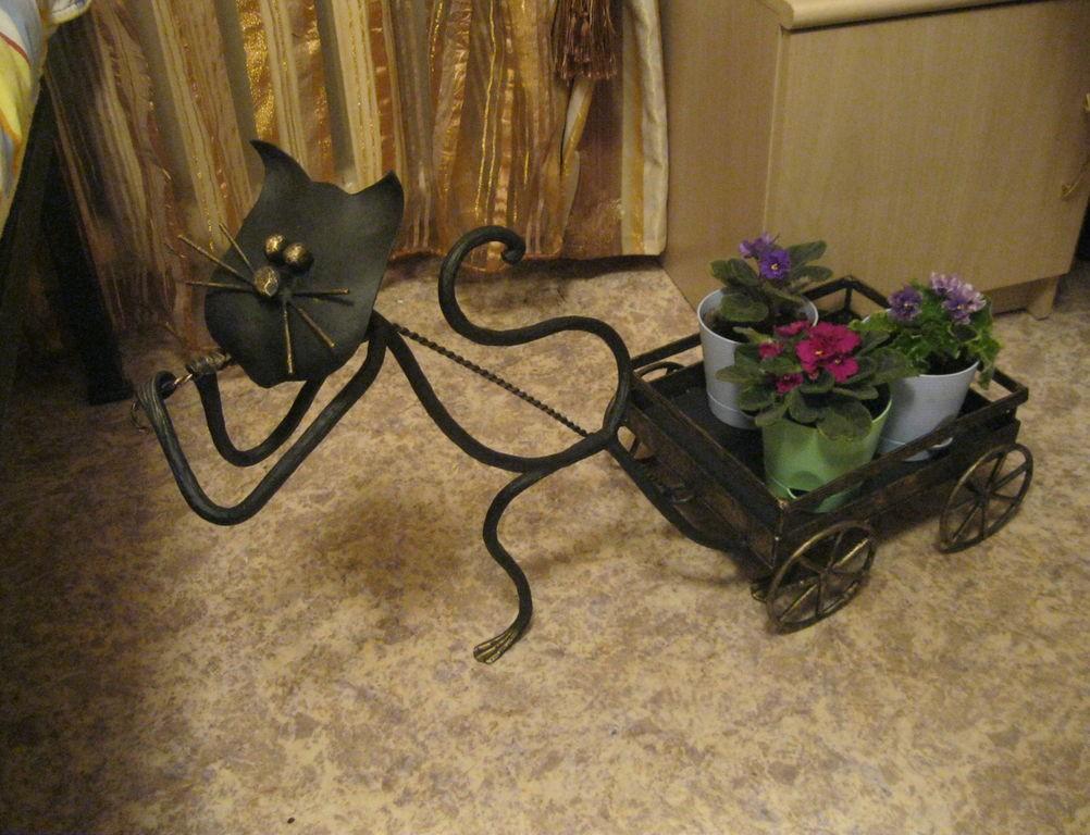 симпатичная подставка для цветов
