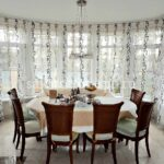 большая кухня с окнами
