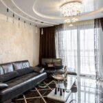 зал с подвесным потолком