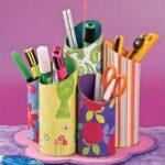 подставка из втулки и цветной бумаги