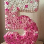 как приклеить цветы к объемной цифре