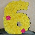 цифра из желтых розочек