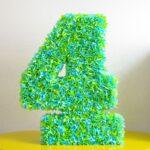 цифра из зеленых розочек