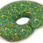 зеленая подушка рогалик