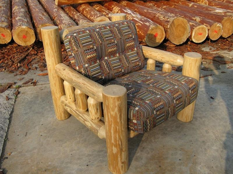 стул со спинкой из бревна