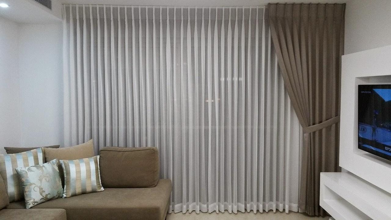 шторы в комнате