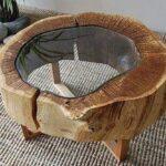 стол-бревно со стеклянной столешницей