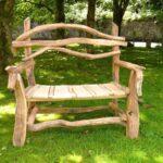 скамейка из дерева на даче