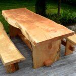 деревянная мебель из бревен на садовом участке