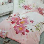 нежное постельное в спальне